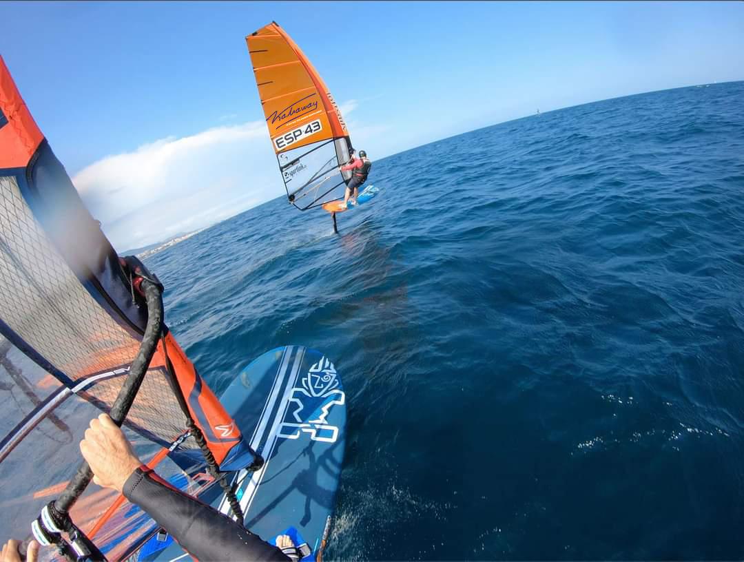 Kahaway también sabe ganar en windsurf