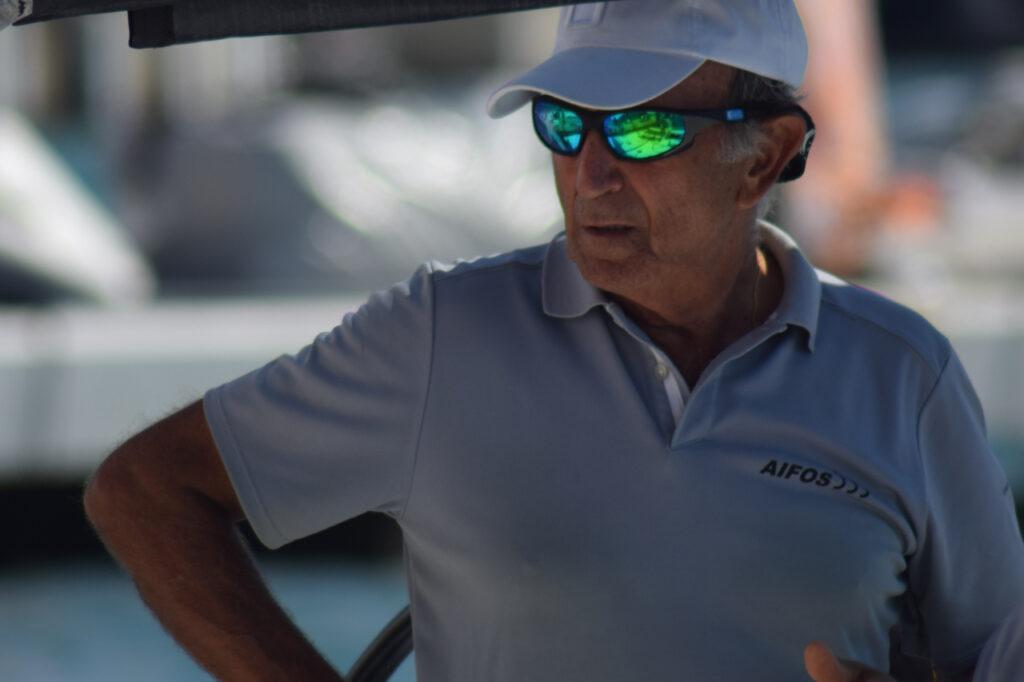 Almirante Rodrigez-Toubes AIFOS 500 portando unas Kahaway Kanoel Verdes